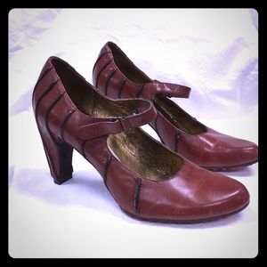 Tsubo Anush Mary Jane pumps brown leather 8